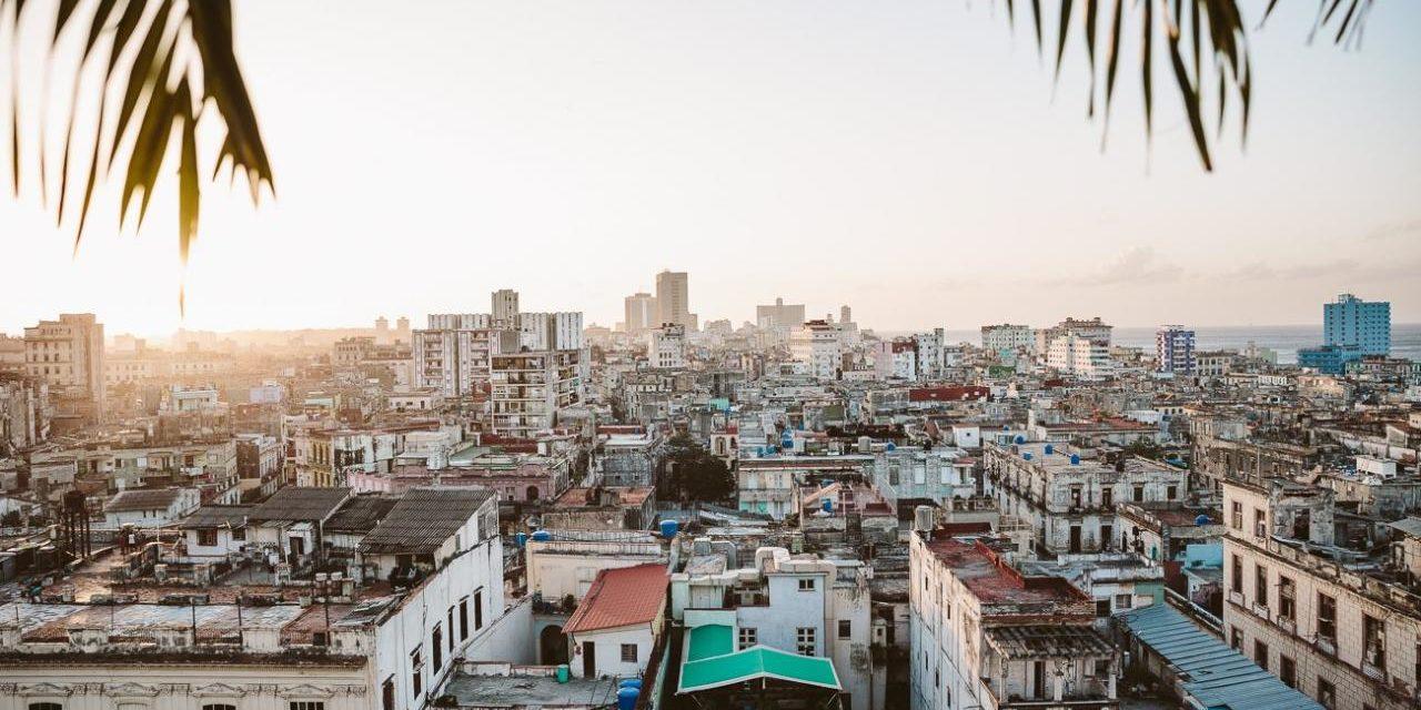 'Nos va a sepultar a todos': una activista cubana desde las azoteas de La Habana Vieja