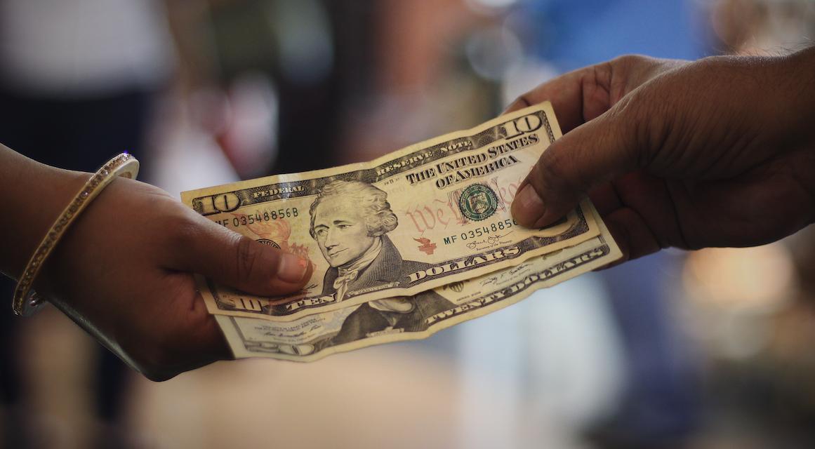Mendigando dólares no se sale de la crisis en Cuba