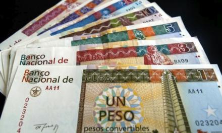 Con los pesos cubanos convertibles, CUC, el régimen ha confiscado miles de millones de dólares