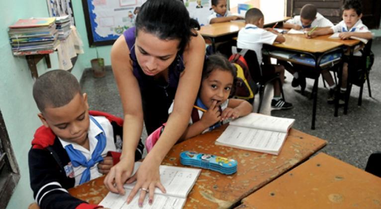 La educación en Cuba no es gratis, sino muy cara