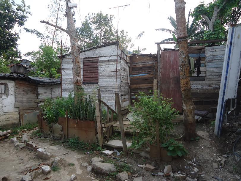 """La """"revolución"""" arrecia desalojo de familias pobres"""
